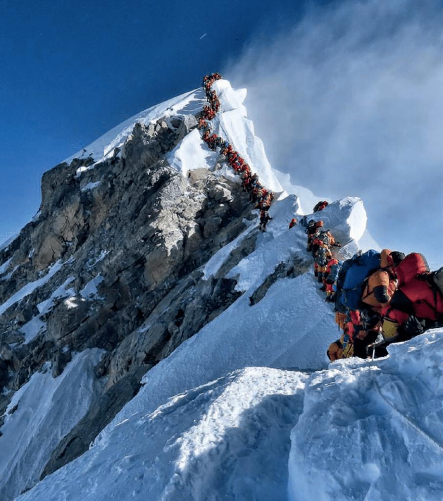 Bild des Monats - OAZ 2021-11: Covid am Mount Everest